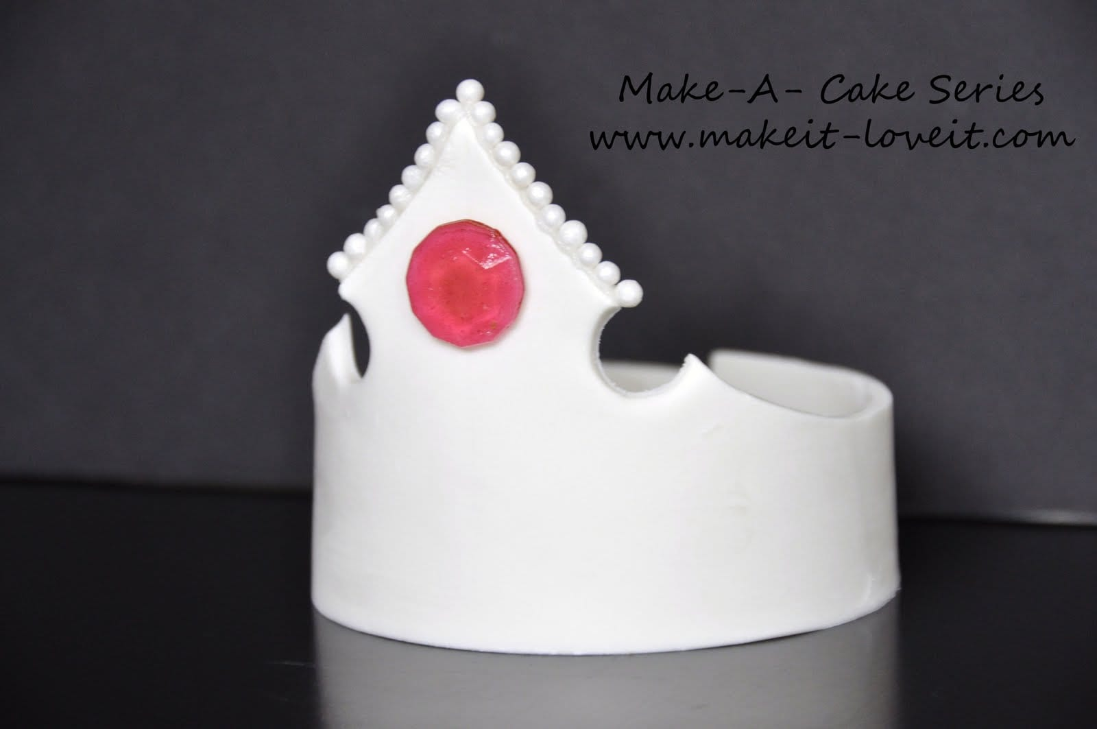 Make-a-Cake Series: Gumpaste Crown