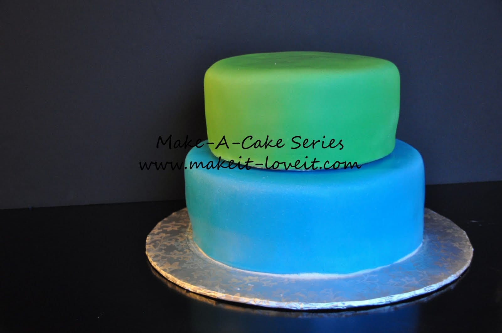 Layers Cake Design Studio : Make-A-Cake Series: Filling and Stacking a Cake Make It ...