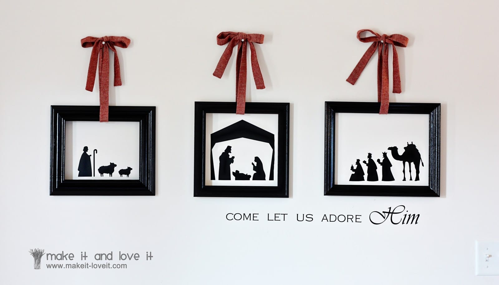 Christmas wall vinyl framed with empty frames make it and love it - Christmas wall decorations ...