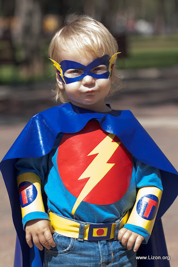 Как сделать своими руками костюм супергероя для мальчика 29