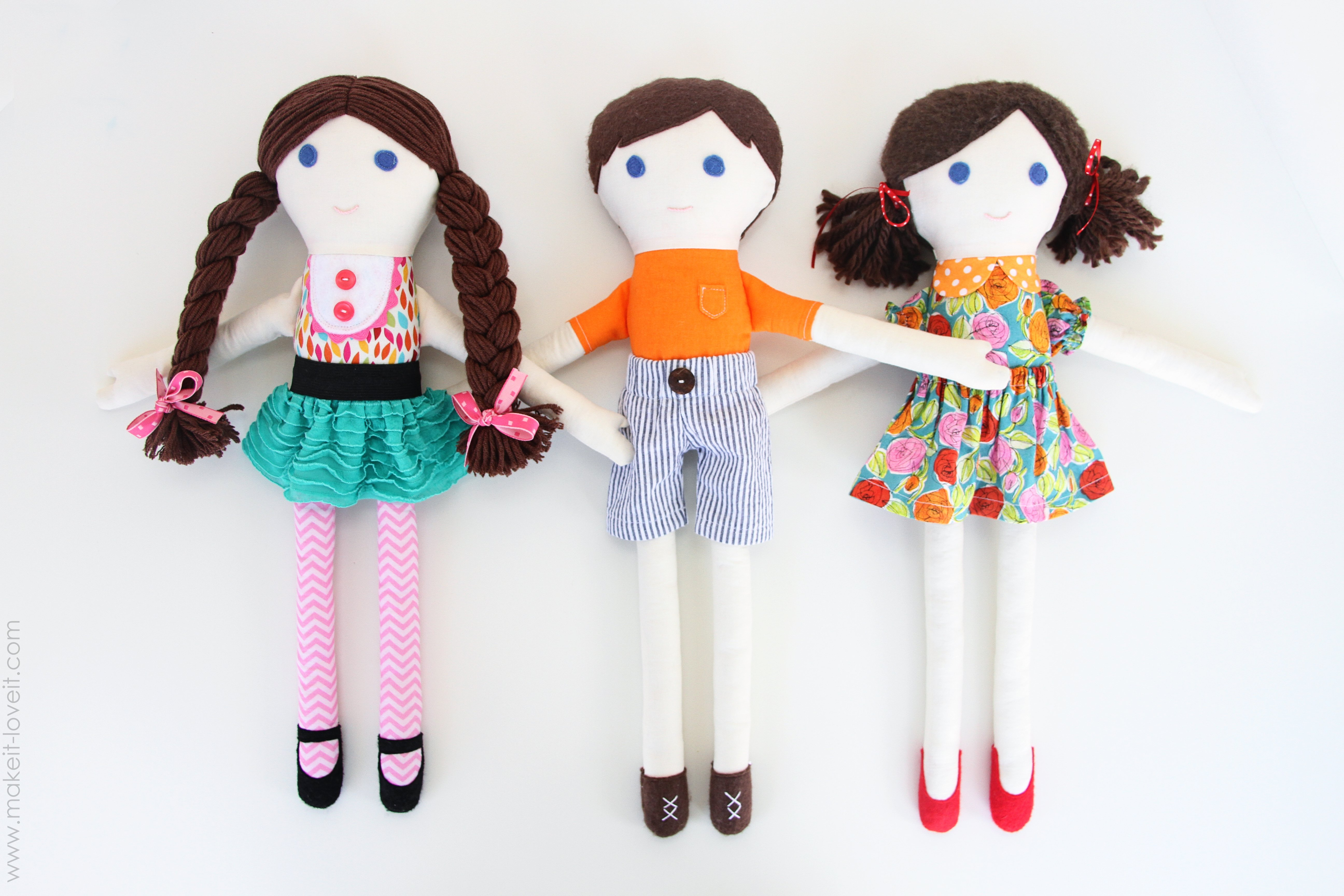 Мягкая кукла из ткани своими руками 15
