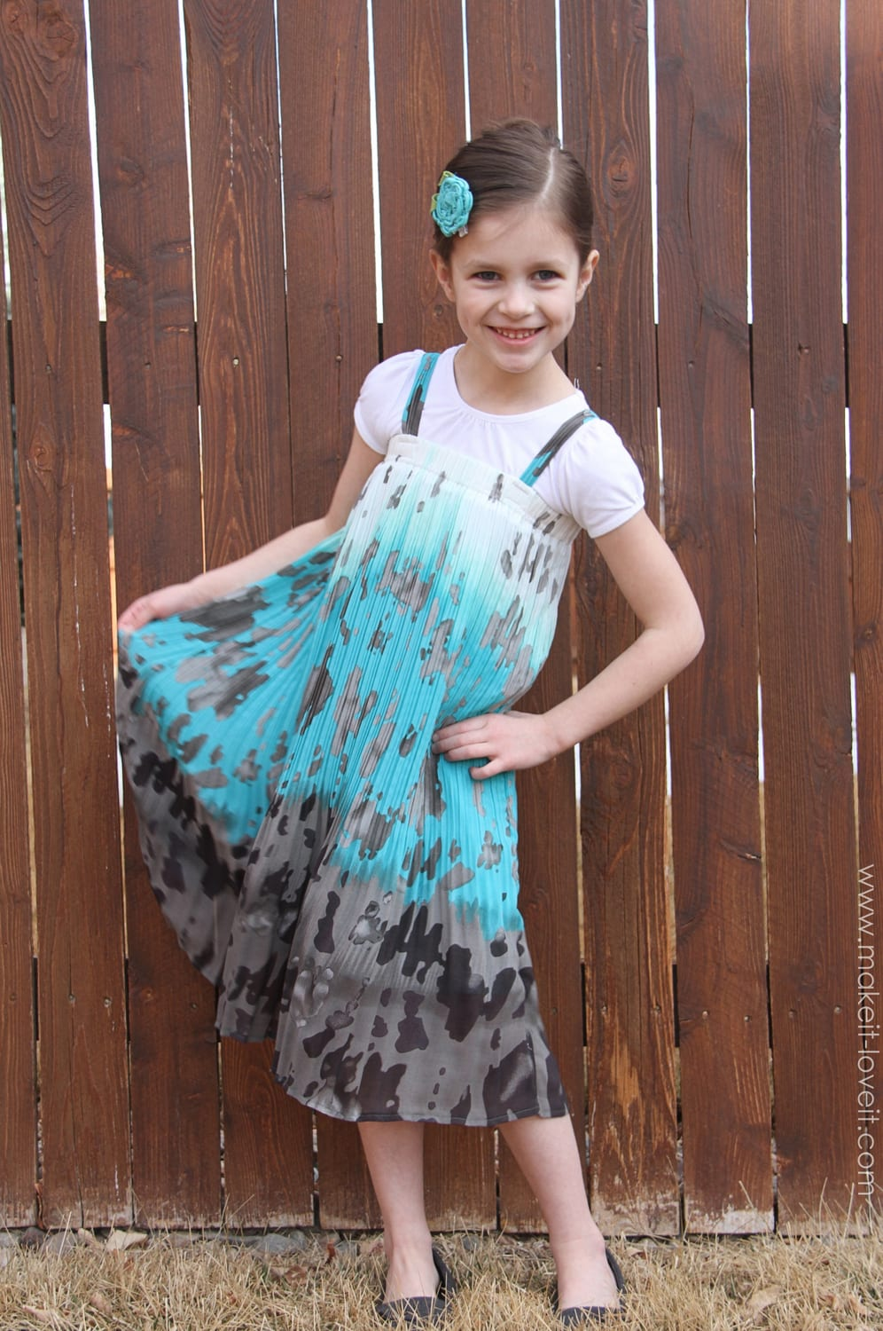"""The 15 MINUTE """"Thrift Store Skirt"""" to """"Girl's Dress"""" Refashion"""