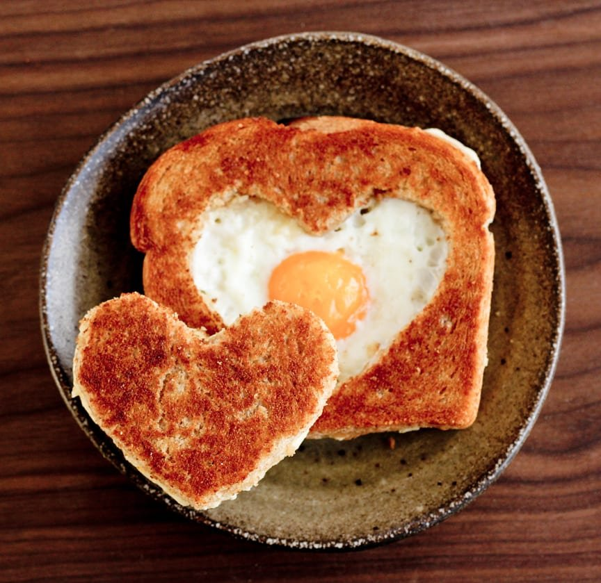 heart egg toast