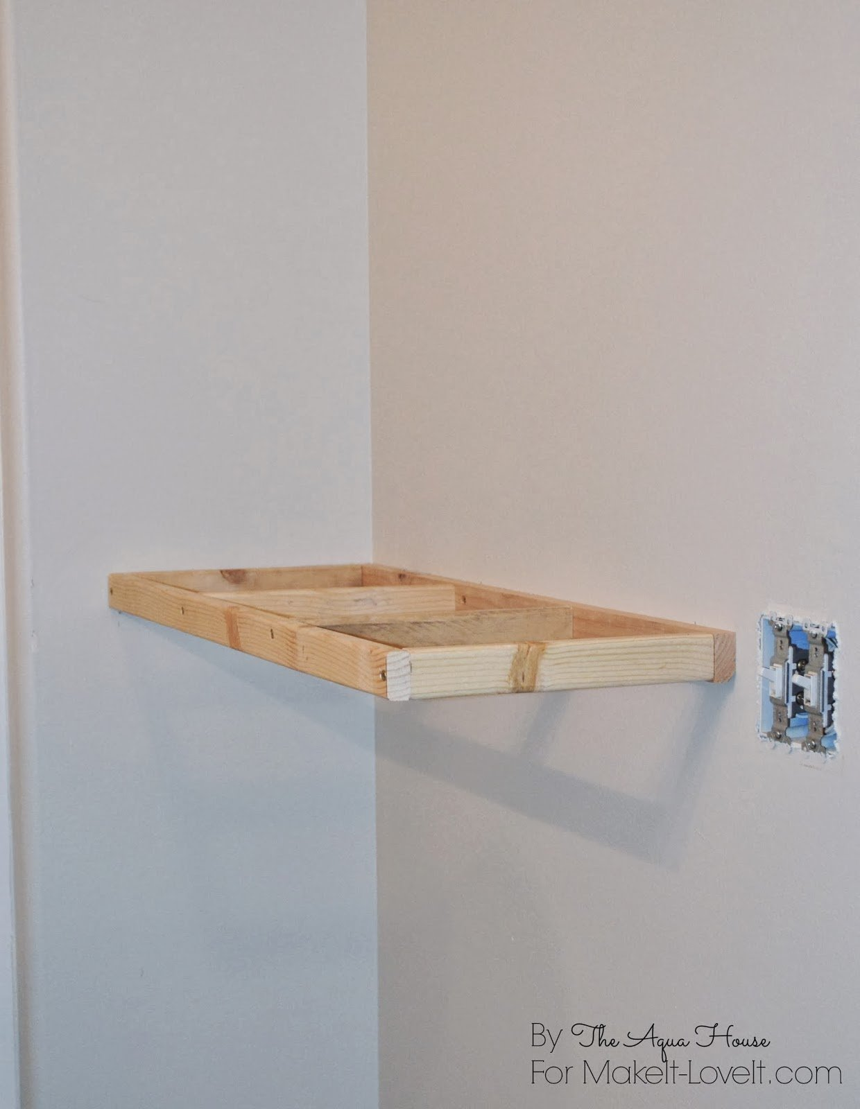 DIY floating shelves (makeit-loveit.com)