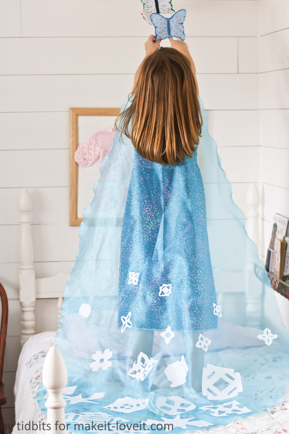 No sew elsa cape from frozena do it together project do it together elsa cape 5 jeuxipadfo Image collections