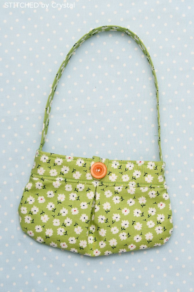 DIY Little Girl Pleated Purse...with button closure! (great for beginners) --- Make It and Love It