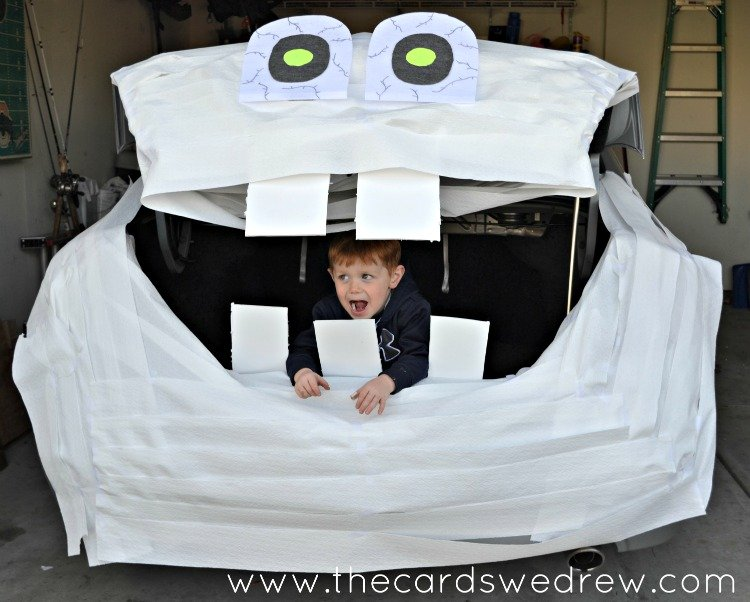 1Trunk-or-Treat-Mummy-with-Cottonelle-Triple-Roll-Toilet-Paper