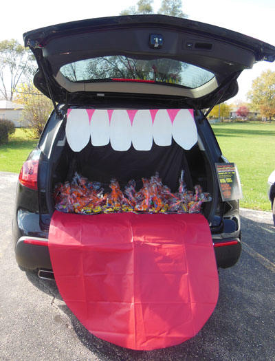 18 trunk or treat car decorating ideas make it and love it. Black Bedroom Furniture Sets. Home Design Ideas