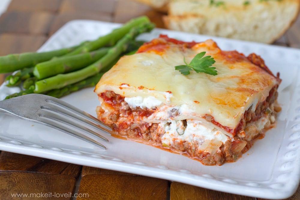 Creamy and Cheesy Lasagna...a treasured FAMILY RECIPE!! | via Make It and Love It...in the KITCHEN