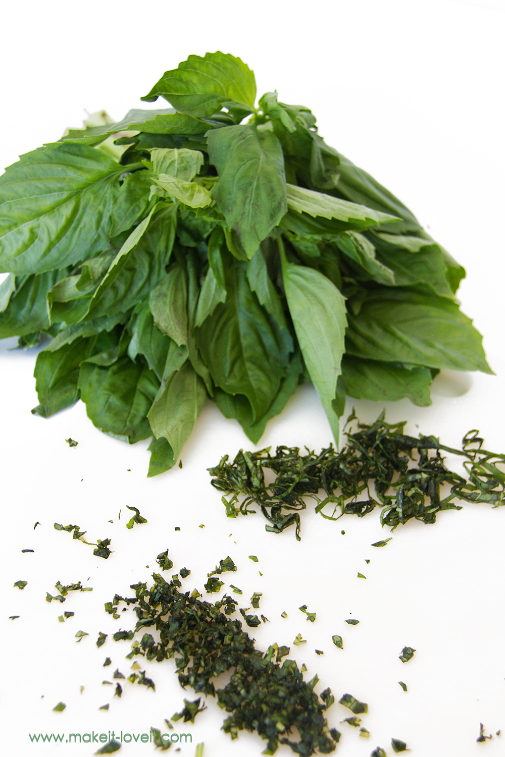 how to quickly cut basil 2