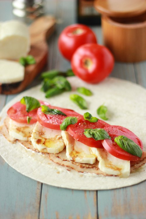 Chicken-Caprese-Wraps-1-4