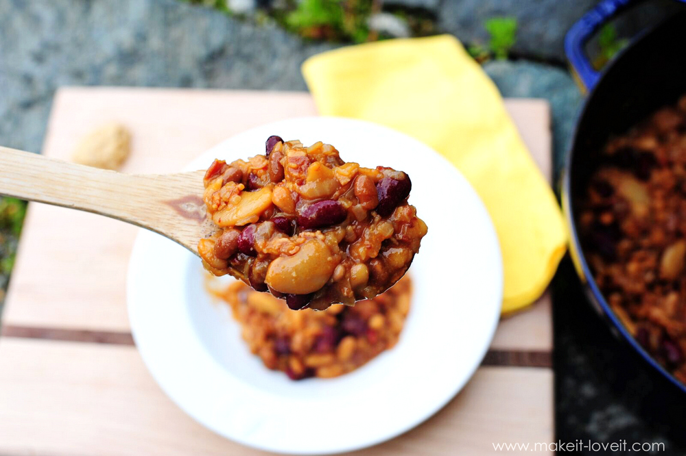 Sweet and Tangy BAKED BEANS recipe...with BACON! | via Make It and Love It...in the KITCHEN!