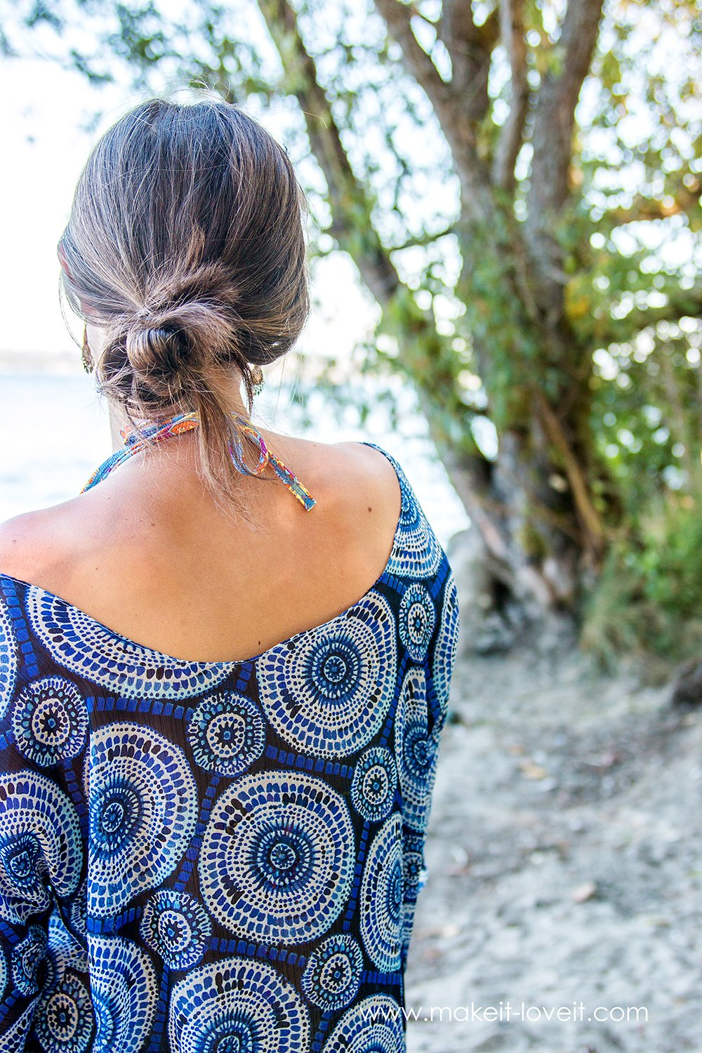 a simple Women's Beach Cover Up Tutorial...free PDF pattern pieces included! | via Make It and Love It