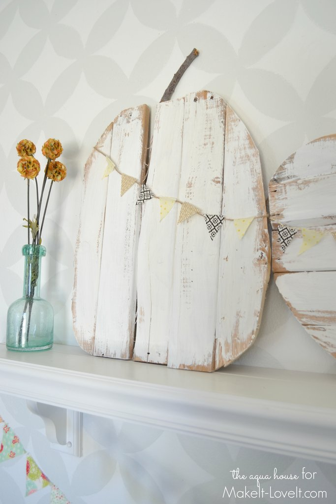 DIY Rustic Pallet Pumpkins...with mini bunting |via Make It and Love It