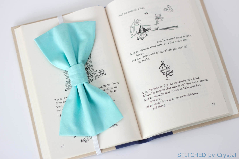 Sew a Big Bow Bookmark....a pretty page saver!   via Make It and Love It