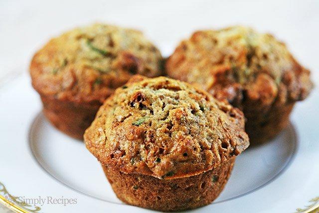 zucchini-muffins-horiz-a-640