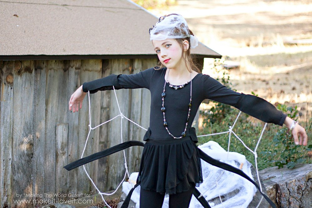 DIY Spider Costume for Tweens/Teens (or any age, really!) | via Make it and Love it