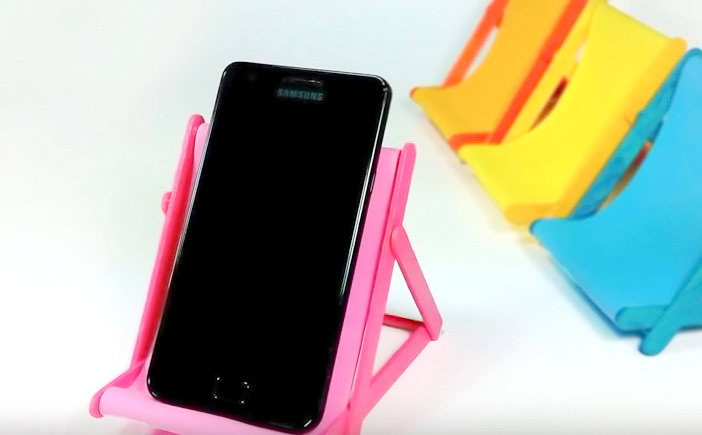 "DIY Phone Holder ""Lawn Chair""…from popsicle sticks"