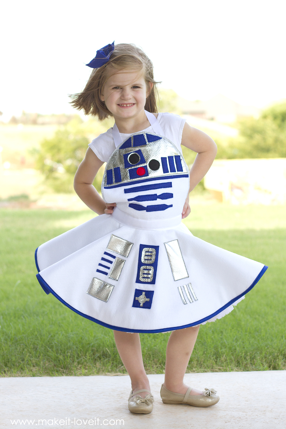 DIY Star Wars R2-D2 Dress Costume FOR GIRLS | via Make It and Love It