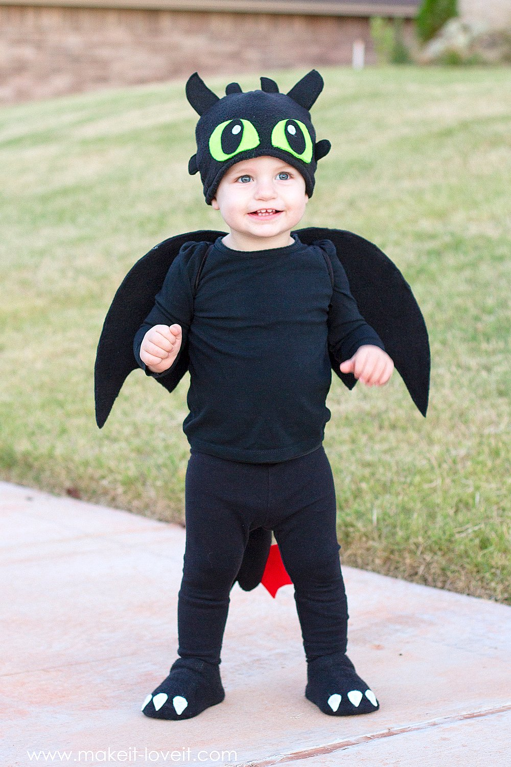 "DIY Toothless Costume…from ""How To Train Your Dragon"""