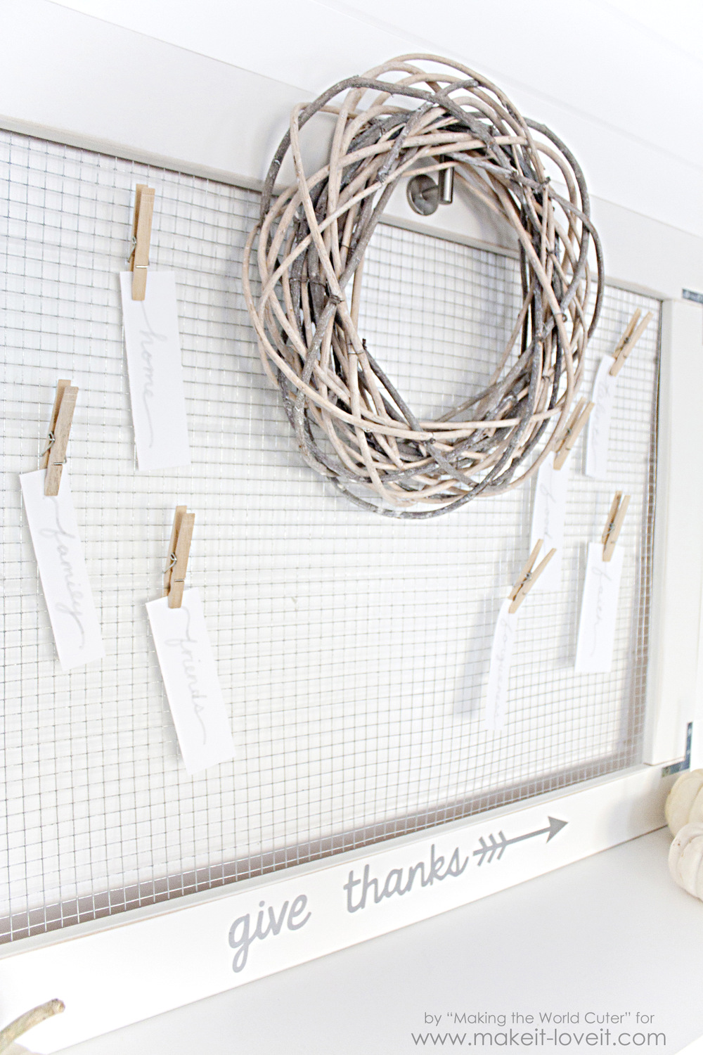 DIY 'Give Thanks' Board...a gorgeous way to display your many blessings for Thanksgiving!   via Make It and Love It