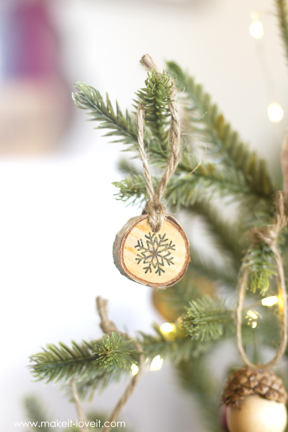 Holiday Movie Night....PLUS, mini acorn/snowflake/text ornaments! | via Make It and Love It