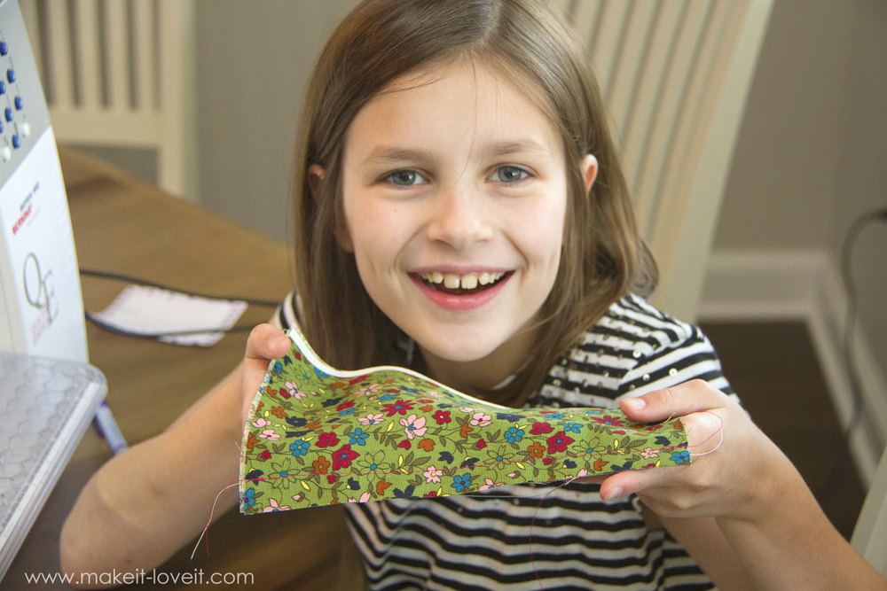 Teaching Kids To Sew, Part 5: Stitch types, sewing on curves, and seam allowances | via www.makeit-loveit.com