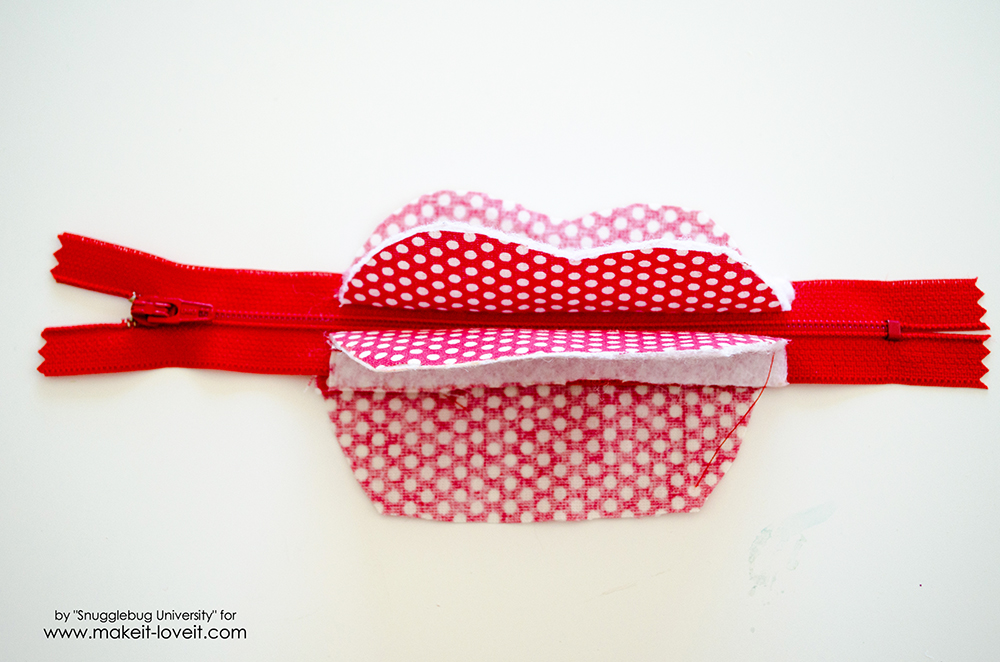 Lunch Money Apple Zippered pouch tutorial (16)