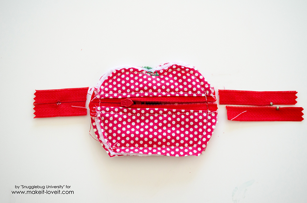 Lunch Money Apple Zippered pouch tutorial (24)