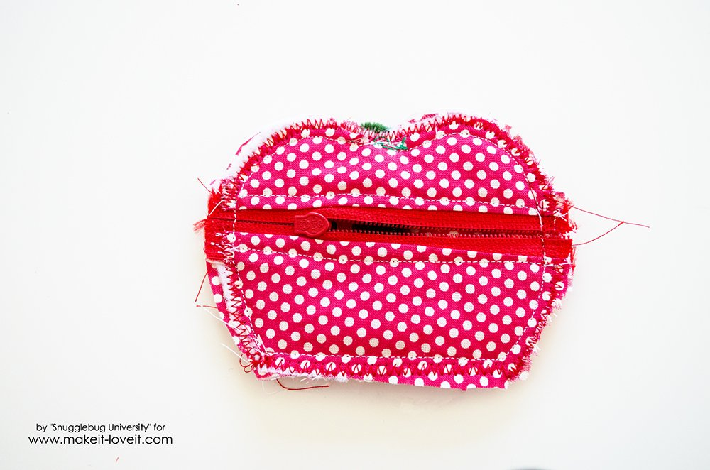 Lunch Money Apple Zippered pouch tutorial (25)