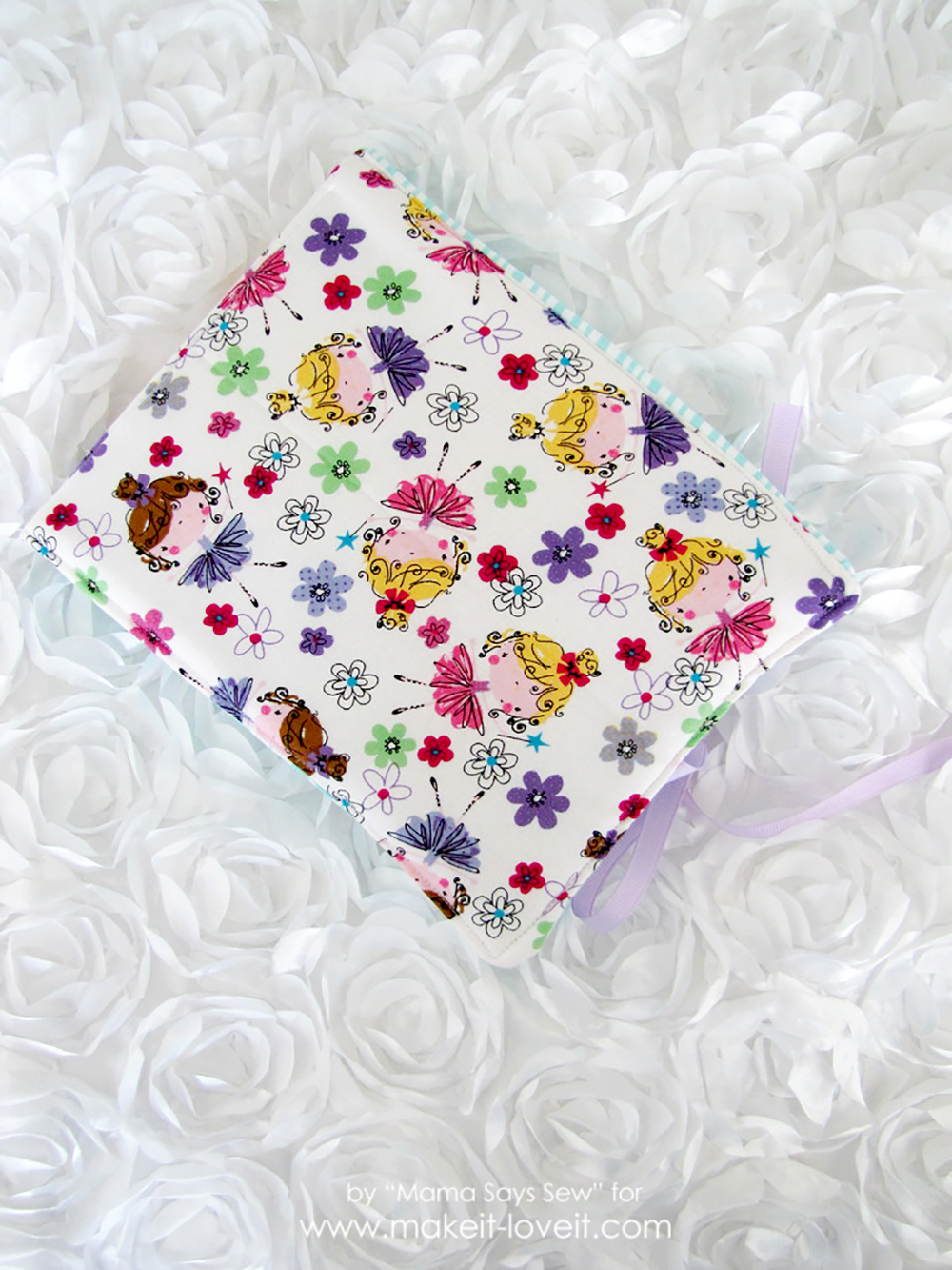 DIY Fabric Photo Album for Baby | via www.makeit-loveit.com