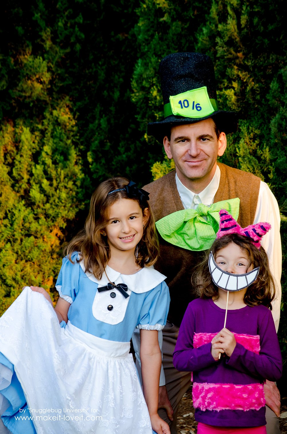 Alice In Wonderland Costumes - For The Whole Family! | via www.makeit-loveit.com