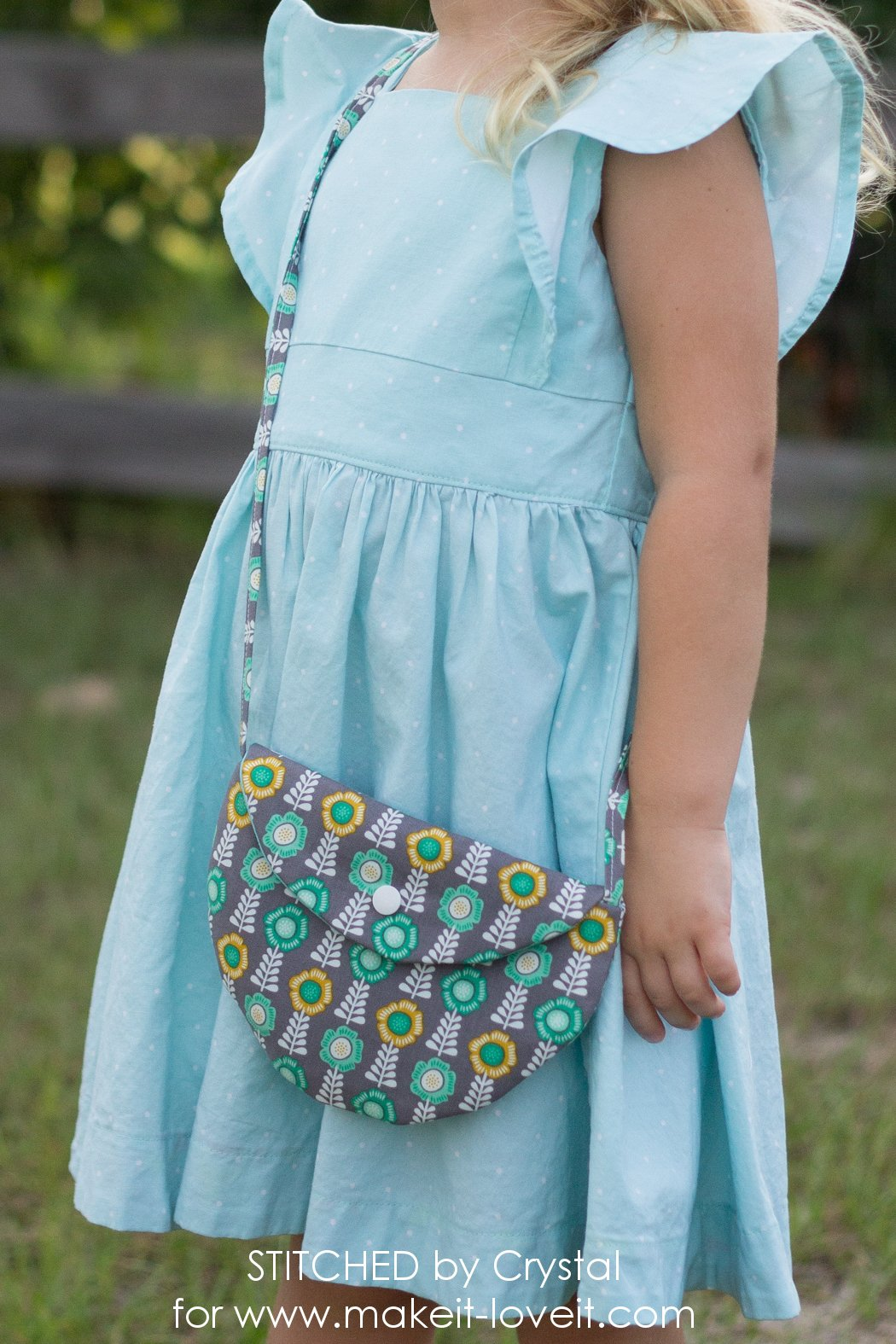 Simple CIRCLE PURSE Tutorial...for Girls! | via www.makeit-loveit.com