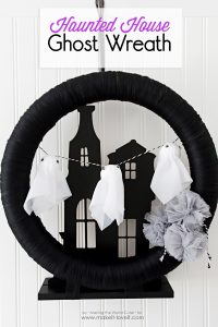 haunted-house-ghost-wreath-1