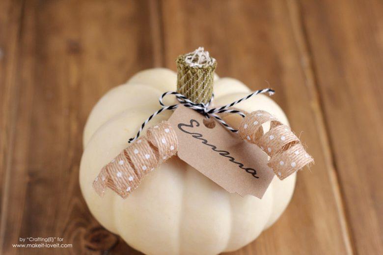 Inexpensive Thanksgiving Pumpkin Place Cards | via www.makeit-loveit.com