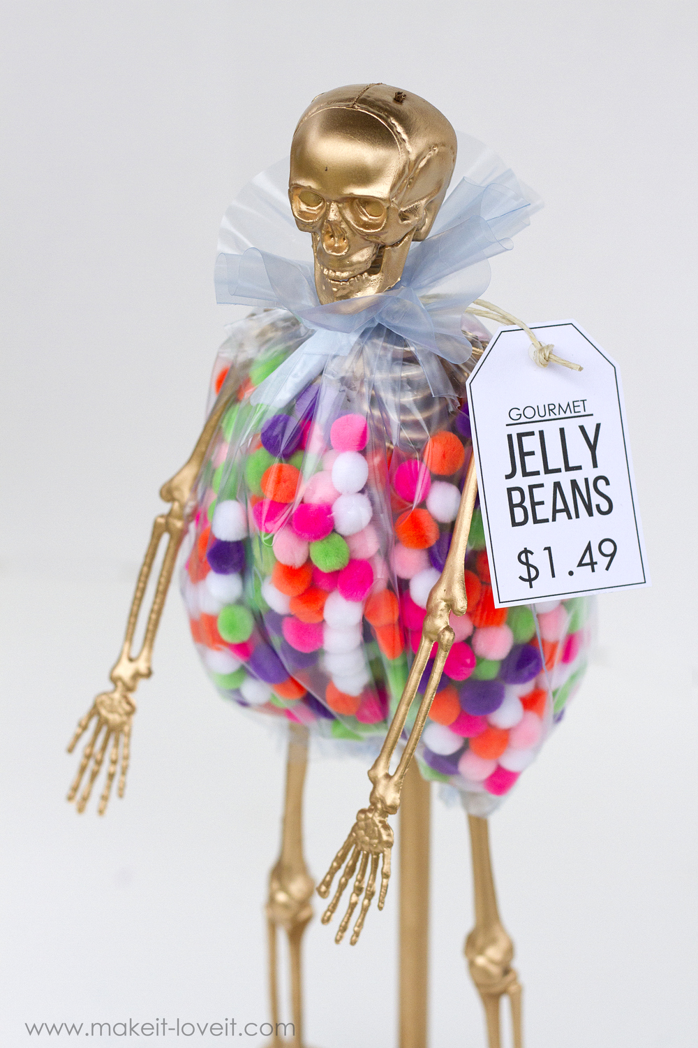 Costume Award Trophies (...for your Halloween Party), PART 2 | via www.makeit-loveit.com