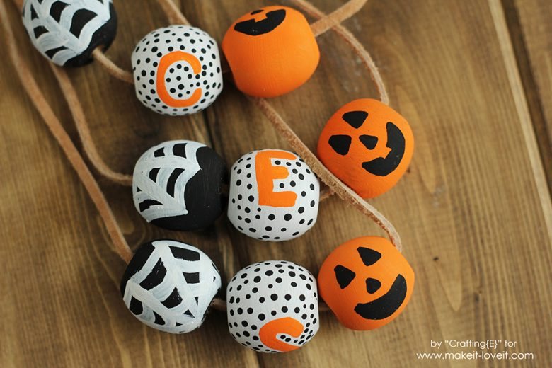 DIY Wooden Bead Halloween Necklaces | via www.makeit-loveit.com