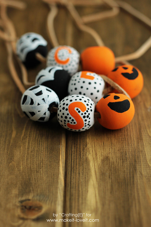DIY Wooden Bead Halloween Necklaces | via www.makeit-loveit.com