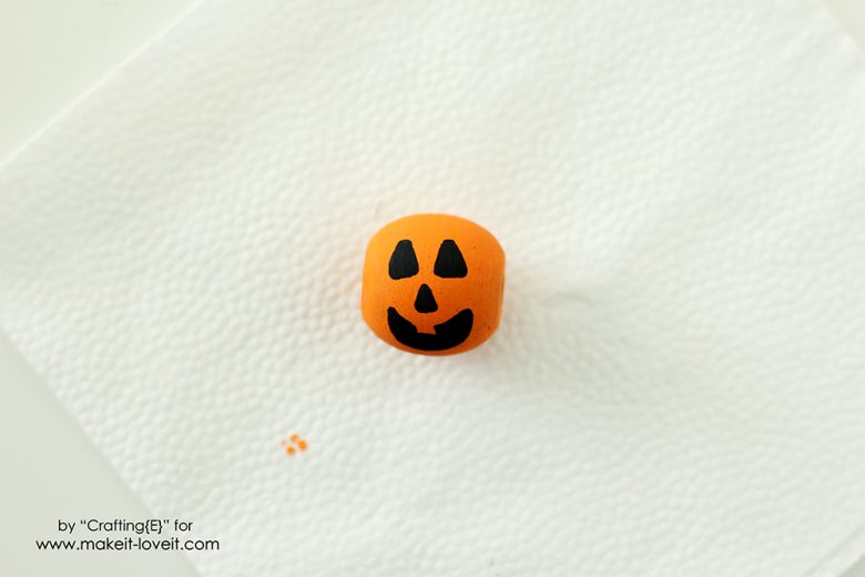 wooden-bead-halloween-necklaces-5