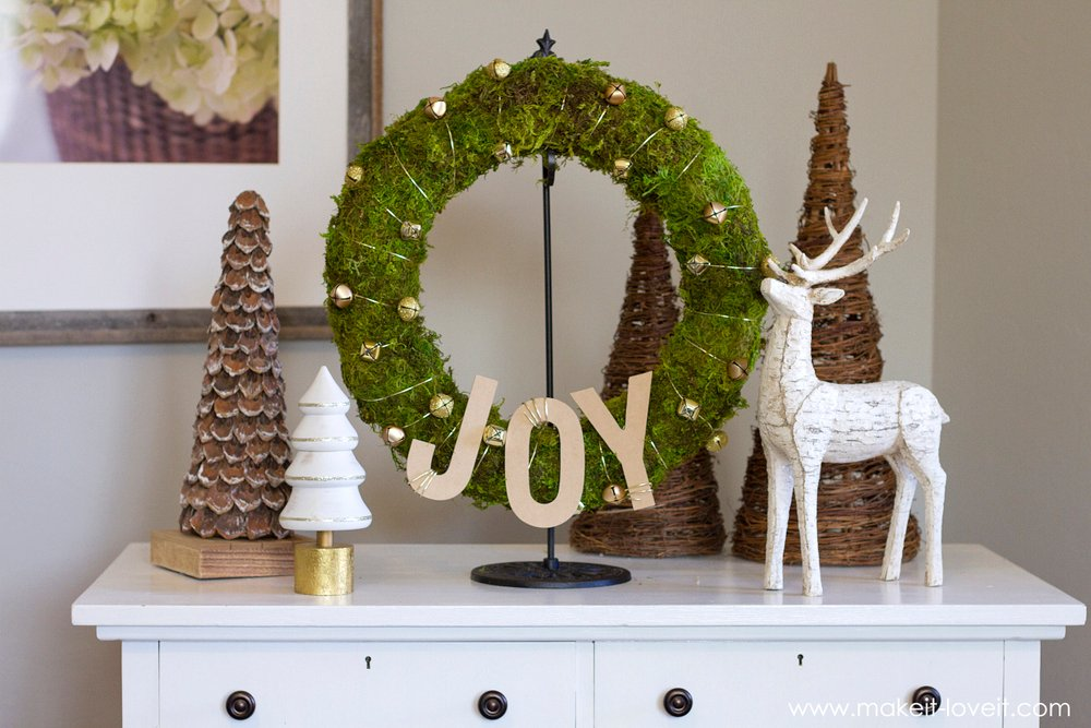 Make a simple Bell & Moss JOY WREATH | via www.makeit-loveit.com