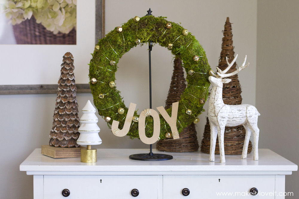 Make a simple Bell & Moss JOY WREATH | via www.makeit-loveit.com