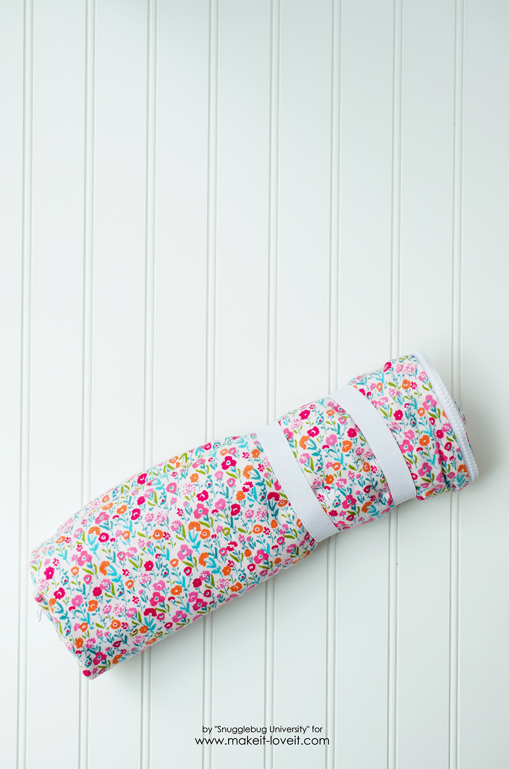 Sew a Sleeping Bag for an 18 Inch Doll | via www.makeit-loveit.com