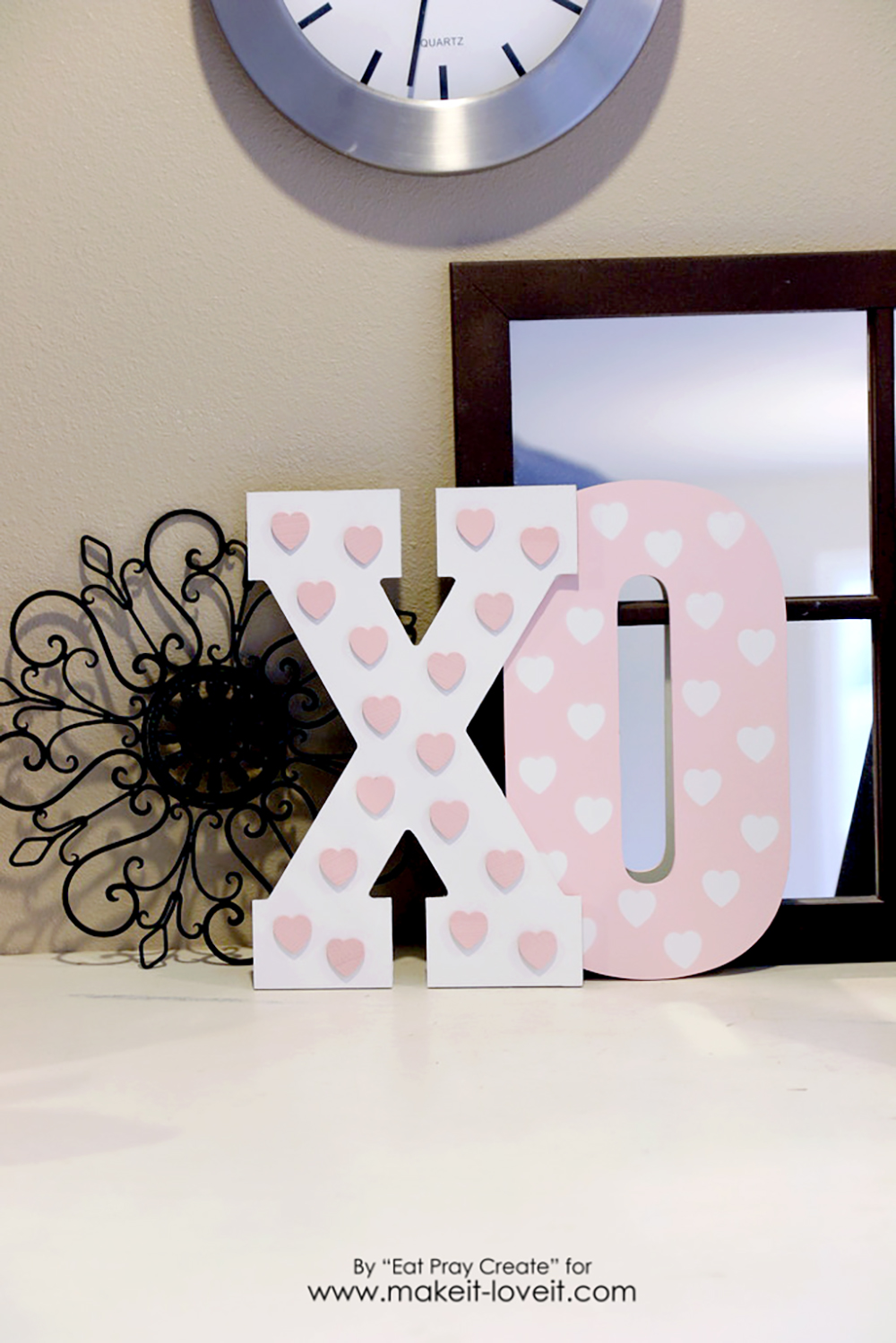 'XO' Valentine Home Decor Tutorial | via www.makeit-loveit.com