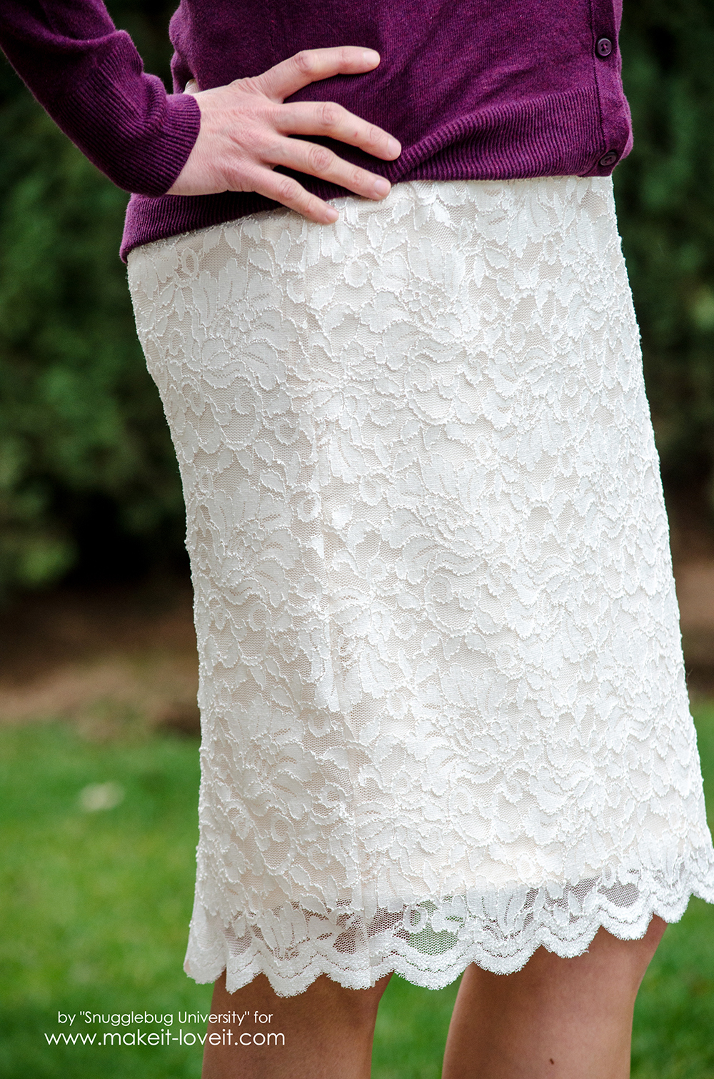 How to make a Gorgeous DIY Lace Pencil Skirt | via www.makeit-loveit.com