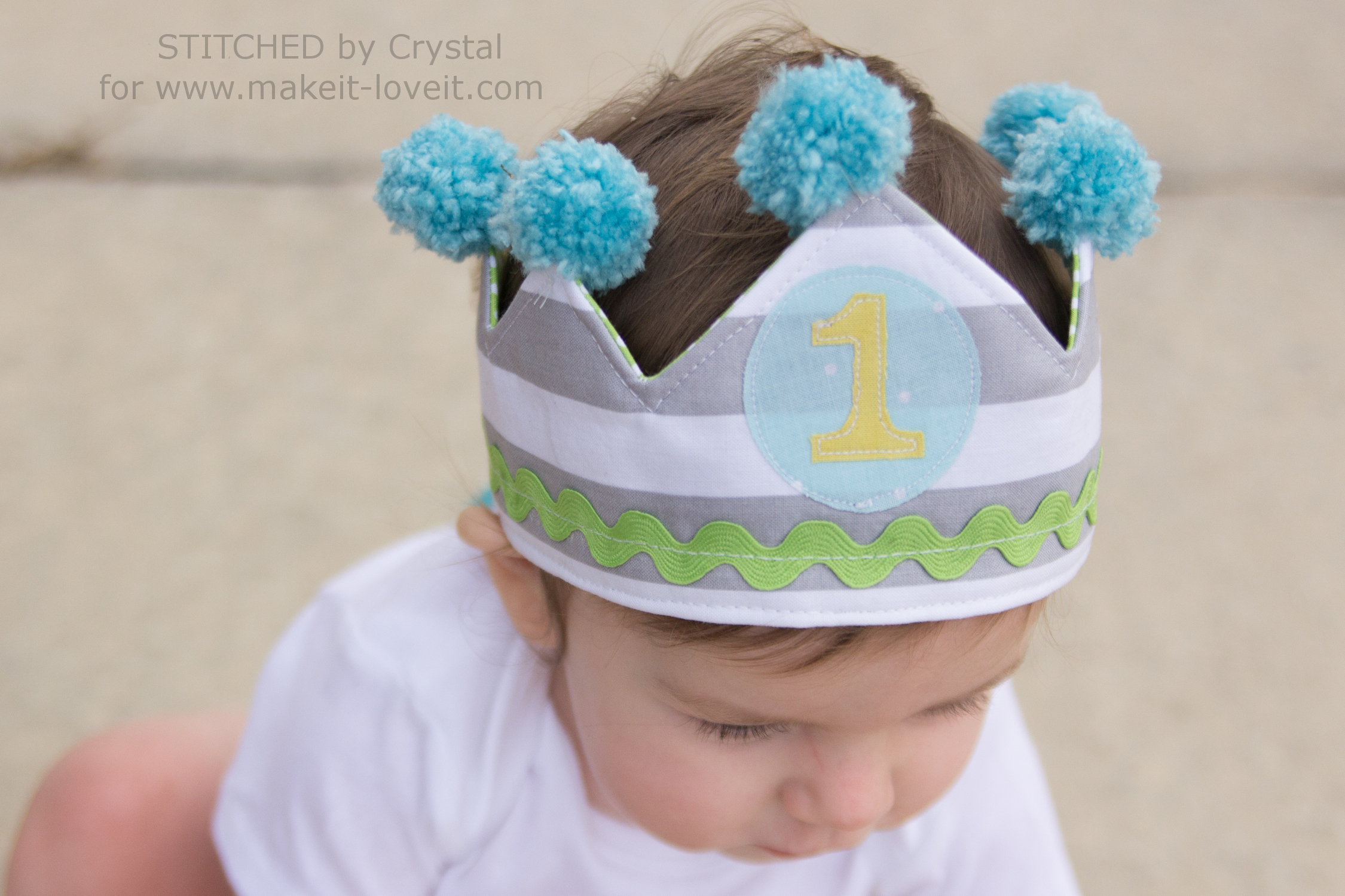 DIY Reversible Fabric Crowns...for Parties or Play! | via www.makeit-loveit.com
