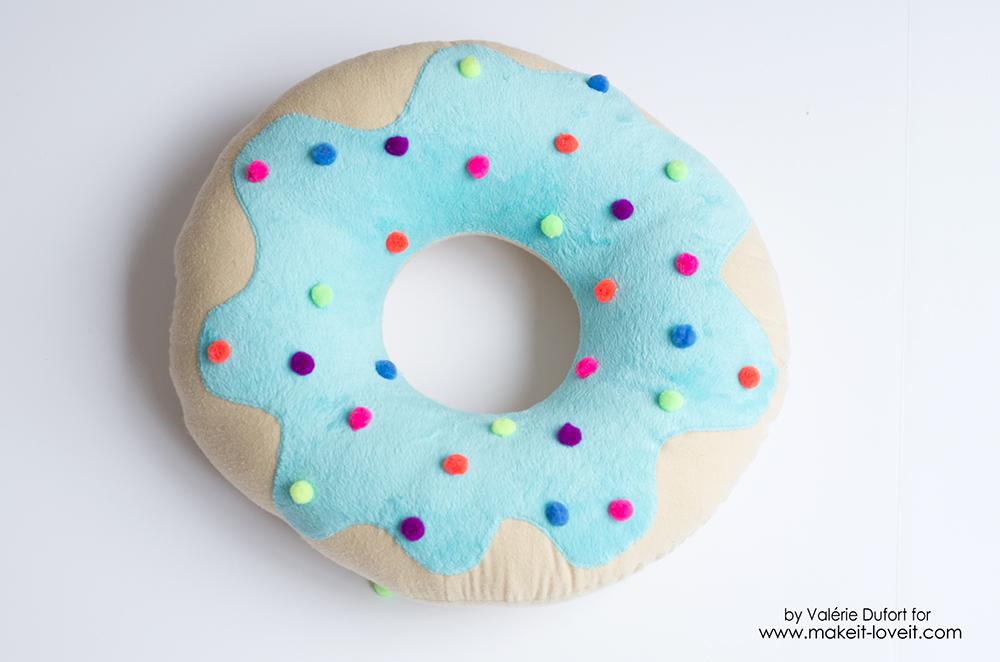Delicious Donut Pillow Tutorial | via www.makeit-loveit.com