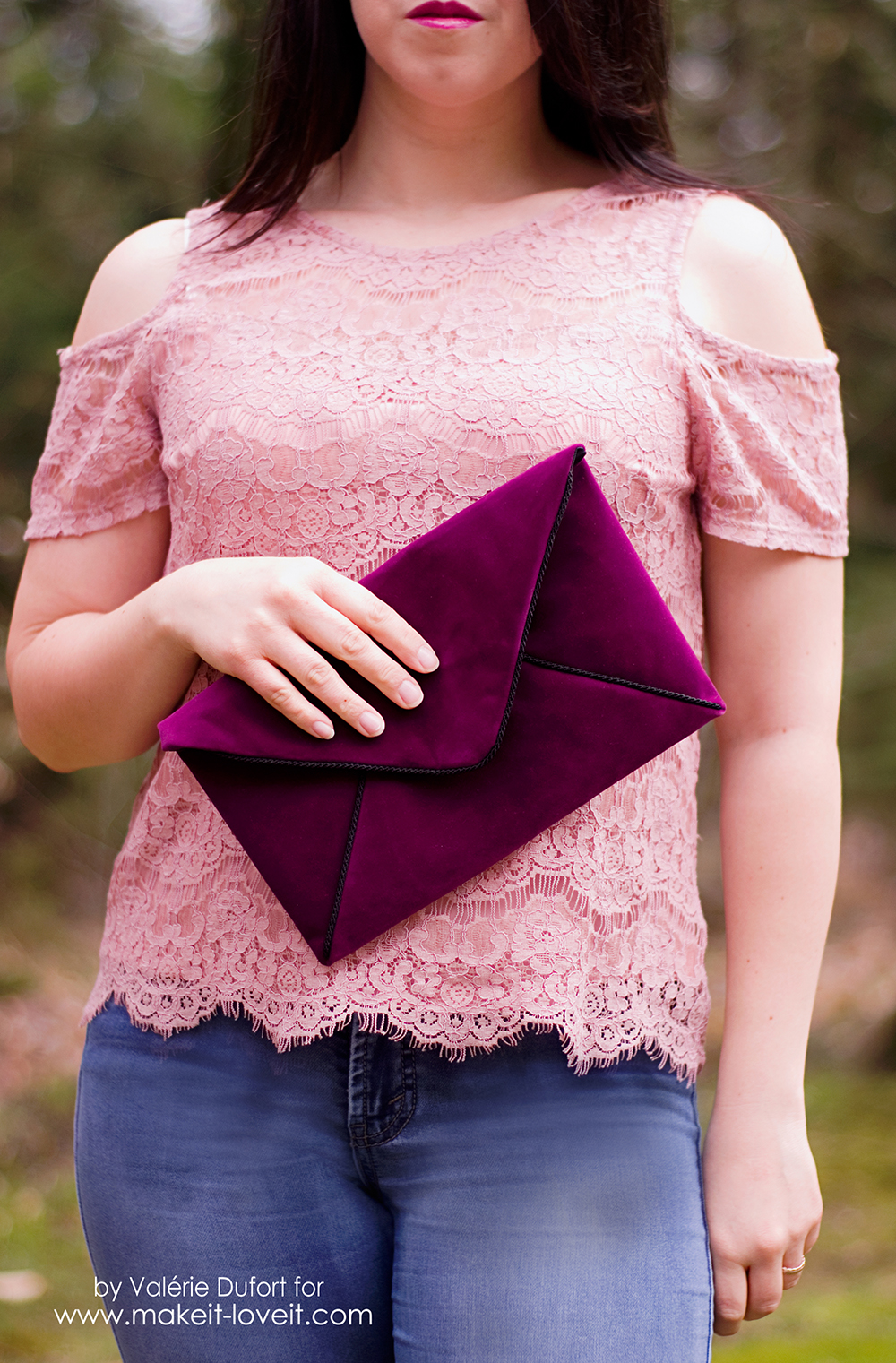 DIY Velours Envelope Clutch tutorial | via www.makeit-loveit.com