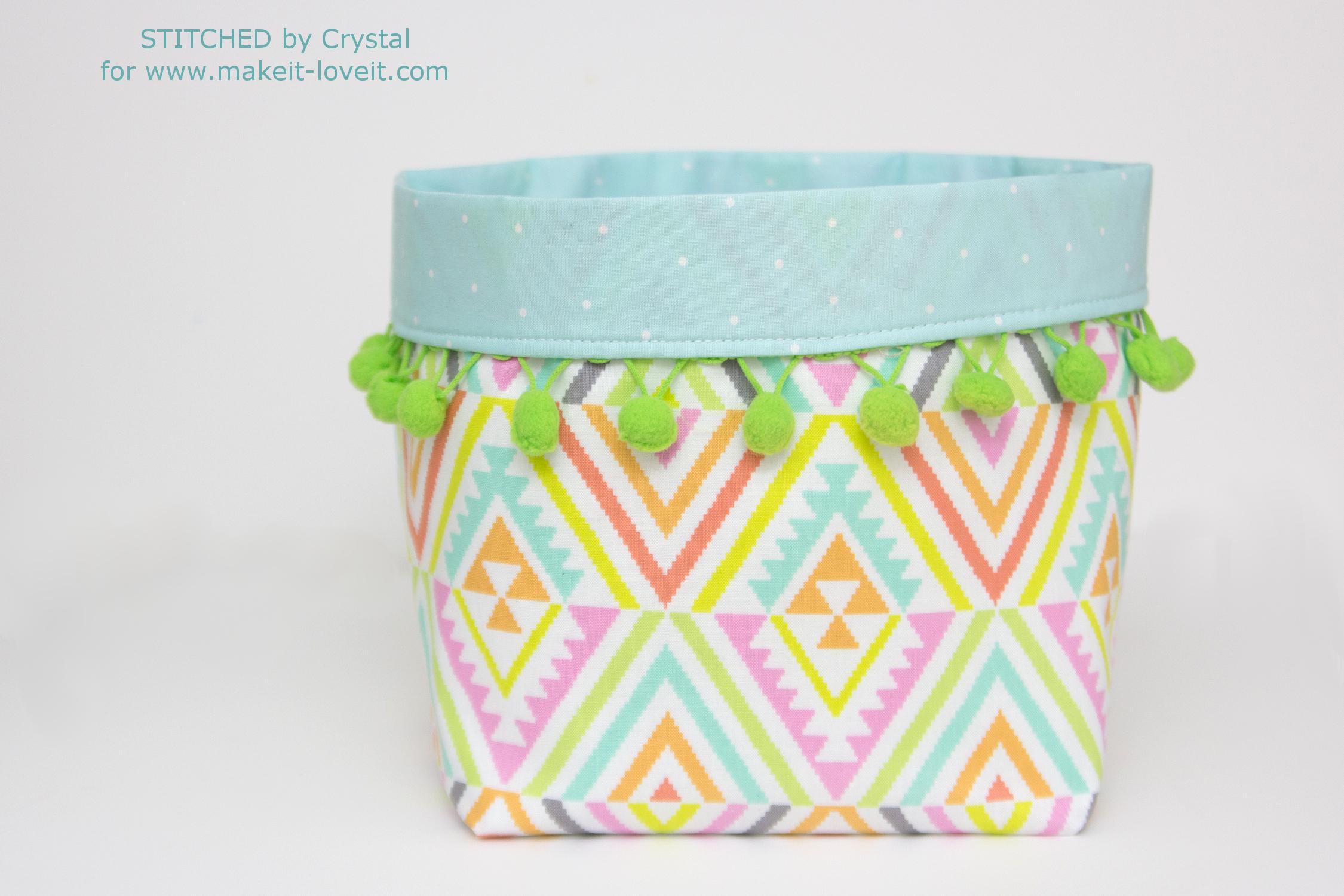 Pom Pom Trimmed Fabric Bins Tutorial...3 different sizes! | via www.makeit-loveit.com