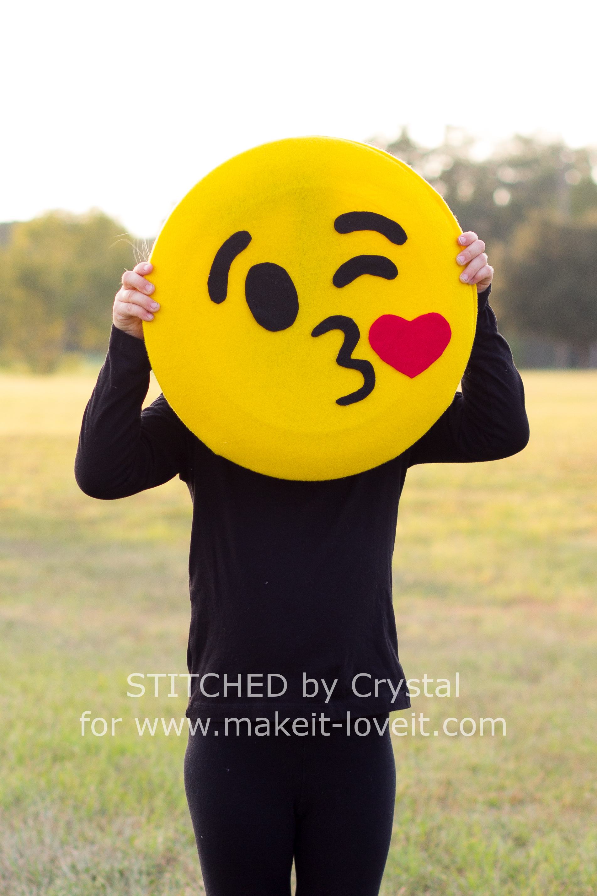 Make a quick no sew emoji costume make it and love it save solutioingenieria Gallery
